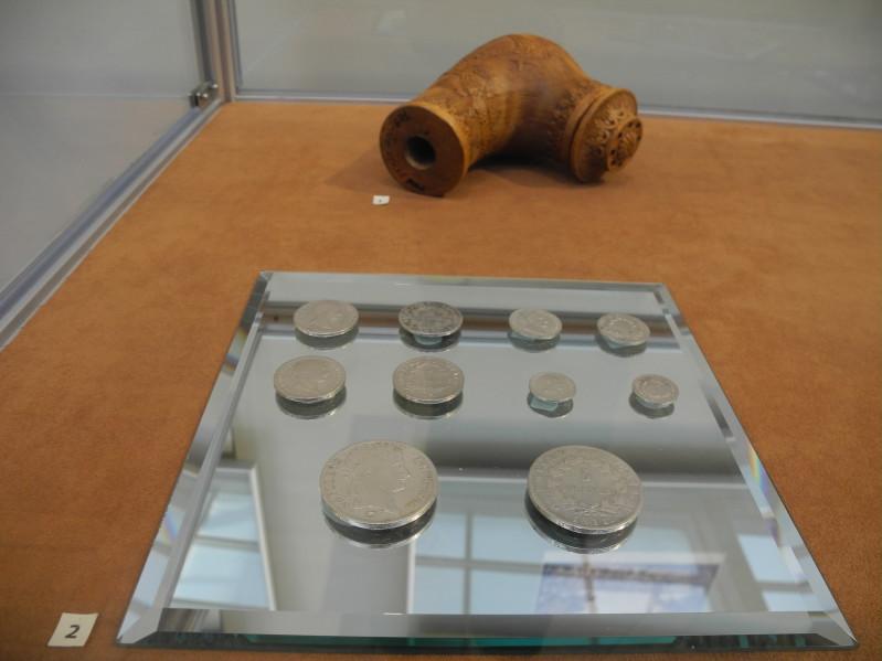 Курительная трубка  и  серебряные монеты 1-5 франков. 1811 г.