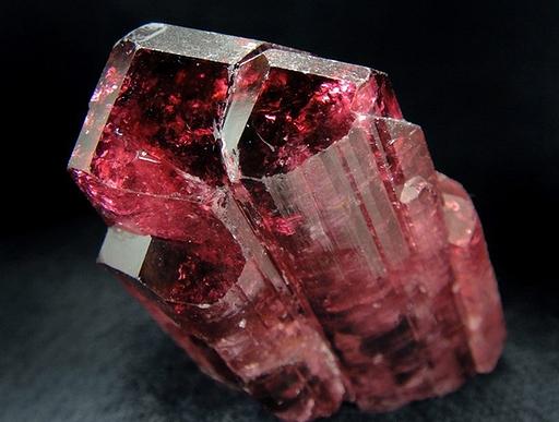 Камень рубеллит фото