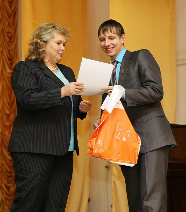 IMG_Вручение сертификата на получение стипендии