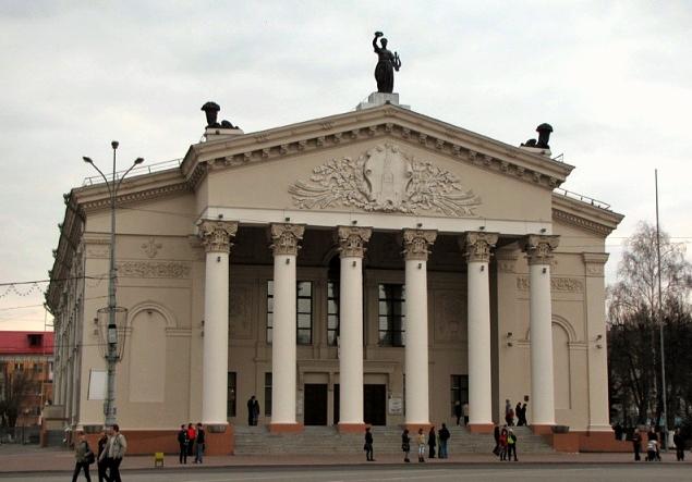 Здание гомельского драмтеатра (фото 2012 г.)
