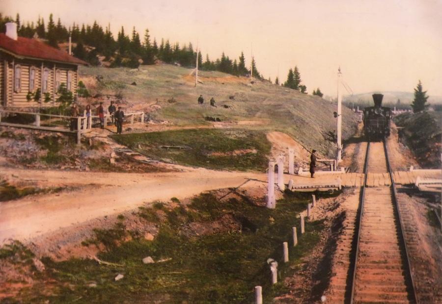 Казармы и переезд близ станции Верх-Нейвинск