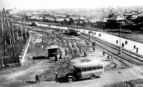 Автобус ЗИС-8 на перекрёстке пр. Ленина и ул. Пархоменко (фото 40-х г.)