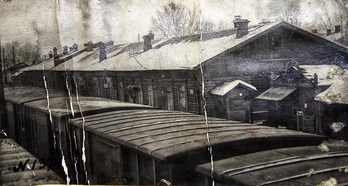 Первый вокзал на станции Гороблагодатская (фото XIX в., Кушвинский музей)