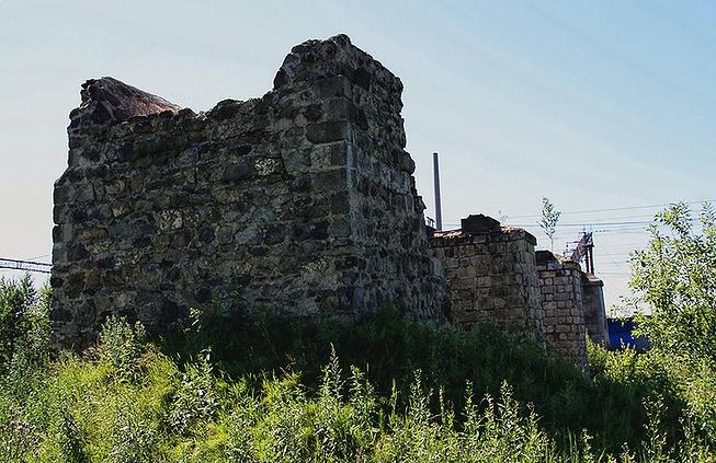 Остатки путепровода Кушвинско-Сылвинской узкоколейки (фото 2000-х гг.)