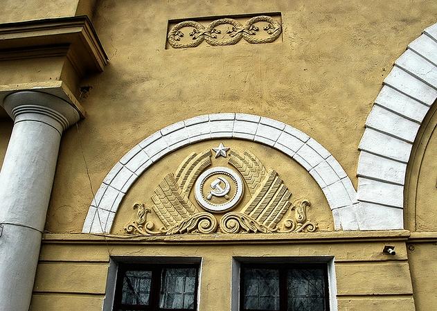 Здание вокзала снаружи (фото 2000-х гг.)