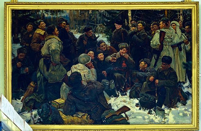 Копия картины «Отдых после боя» (худ. Непринцев Ю. М.), выполненная В. К. Некрасовым (фото 90-х гг.)