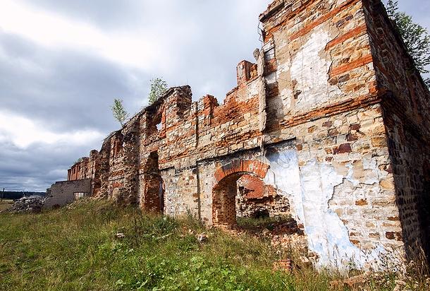 Остатки луньевской промывочной фабрики (фото М. Зорина, 2014 г.)