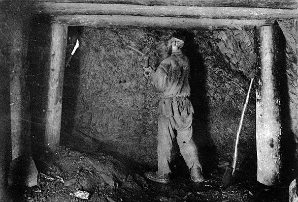 Забой штрека копи «Жонес №2» (фото 1903 г.)