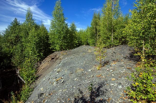 Остатки шахт луньевского округа (фото М. Зорина, 2014 г.)