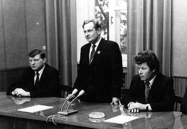Удовенко В.Г. на производственном совещании (фото 1983 г.)