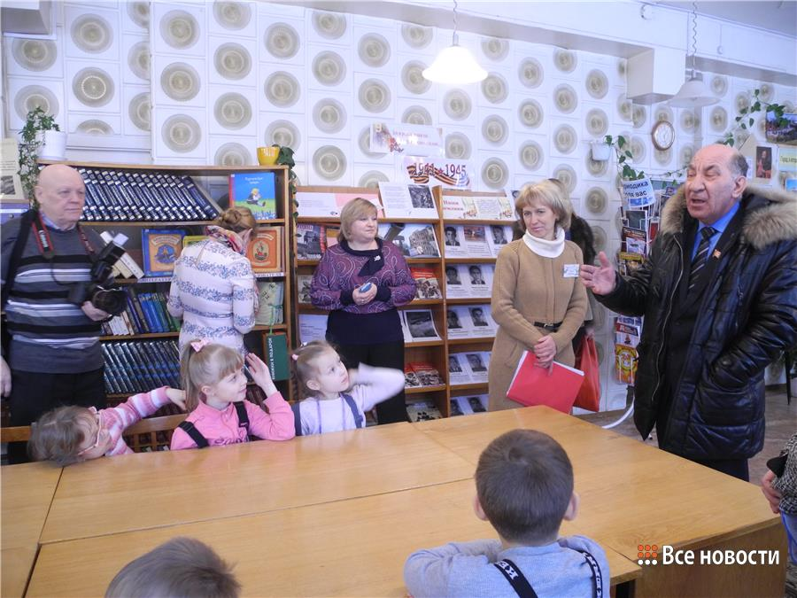Радаев и дети. Ребята рассказывают народному избраннику, что читают книги про динозавров, Простоквашино и конька-горбунка