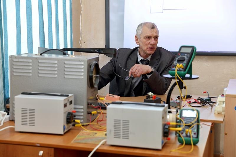 IMG_Учитель физики Евгений Яблочков