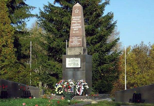 Обелиск на братской могиле павших в боях за Синявинские высоты (мемориал «Синявинские высоты»)