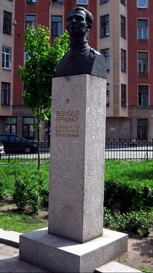 Памятник в Санкт-Петербурге (фото 2000-х)