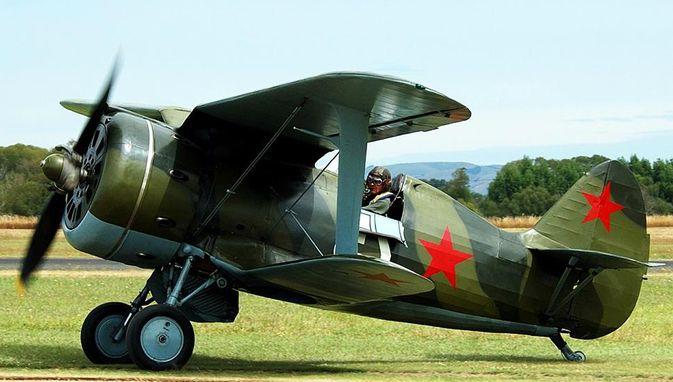 Советский истребитель-бомбардировщик И-153 «чайка»