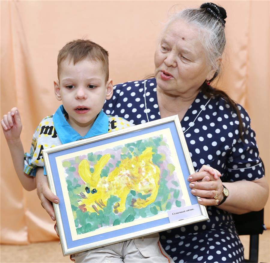 IMG_Виталий Шнайдмиллер с бабушкой Людмилой Павловной
