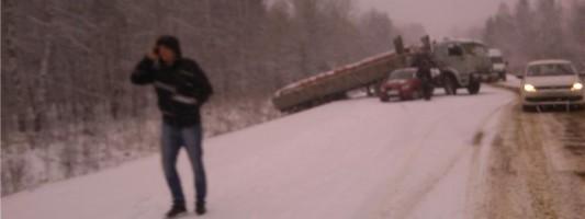 Снегопад вынудил тагильских водителей стать дисциплинированнее. Сложные дорожные условия прогнозируют и в выходные