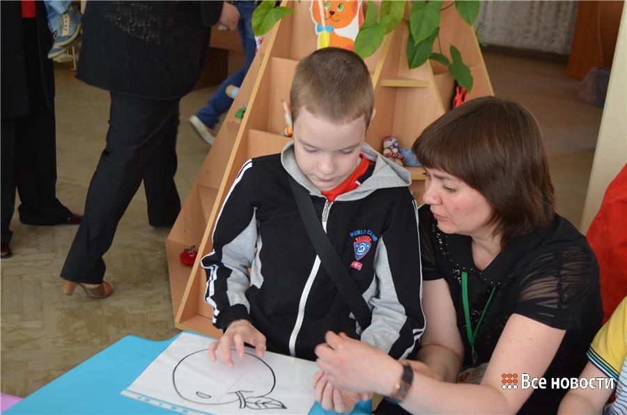 Женя Быков рисует пластилином