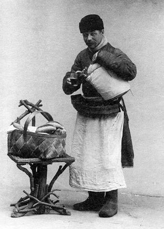 Сбитенщик с пирогами (фотооткрытка)