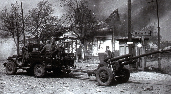 Артиллеристы 210-го л.а.п. в районе г. Врицен (дата фото неизв.)