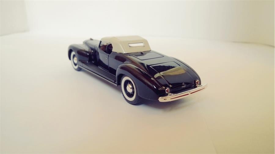 ЗиС-101А-Спорт – спортивный автомобиль, первая машина выпущена в 1938 году