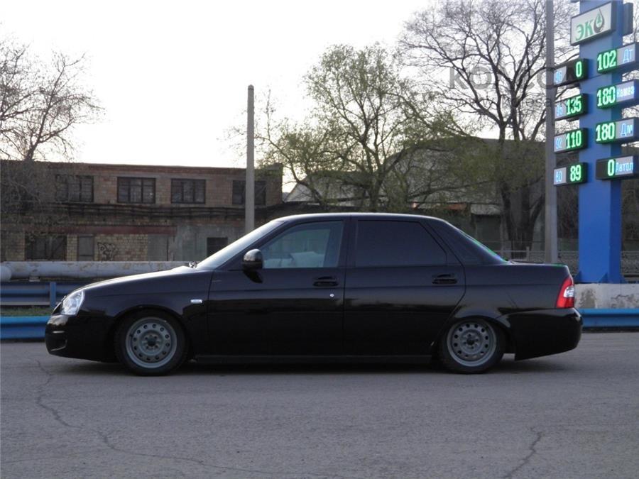 ВАЗ-2110 – в России выпускался до 2007 года, сейчас производится на Украине.  На фото – «заниженный» вариант авто.