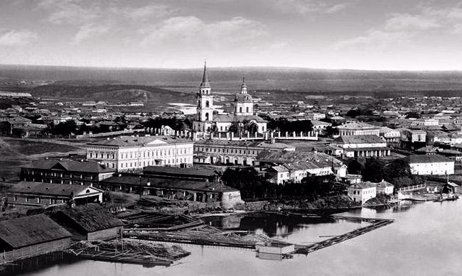 Вид Входо-Иерусалимской церкви с разных мест заводского посёлка (фото разных лет)