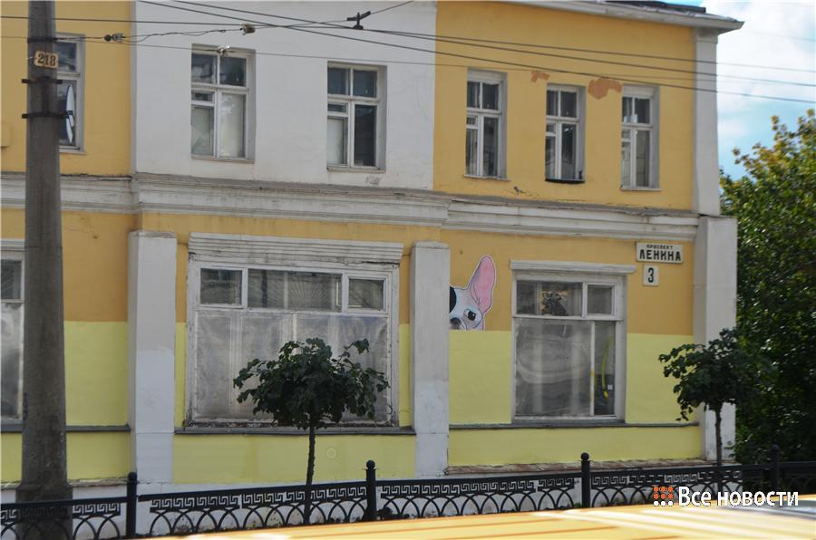 Вот так оригинально коммунальщики покрасили дом