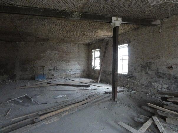 Внутри здания по пр. Ленина, д.3, бывшем магазине «Второго Нижнетагильского общества потребителей» (фото 2013 г.)
