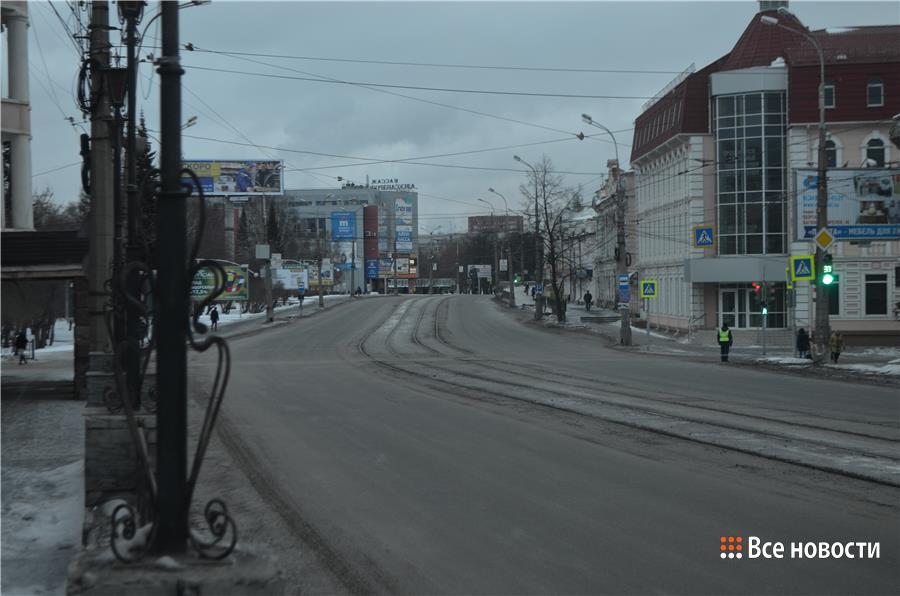 Опустевший проспект Ленин