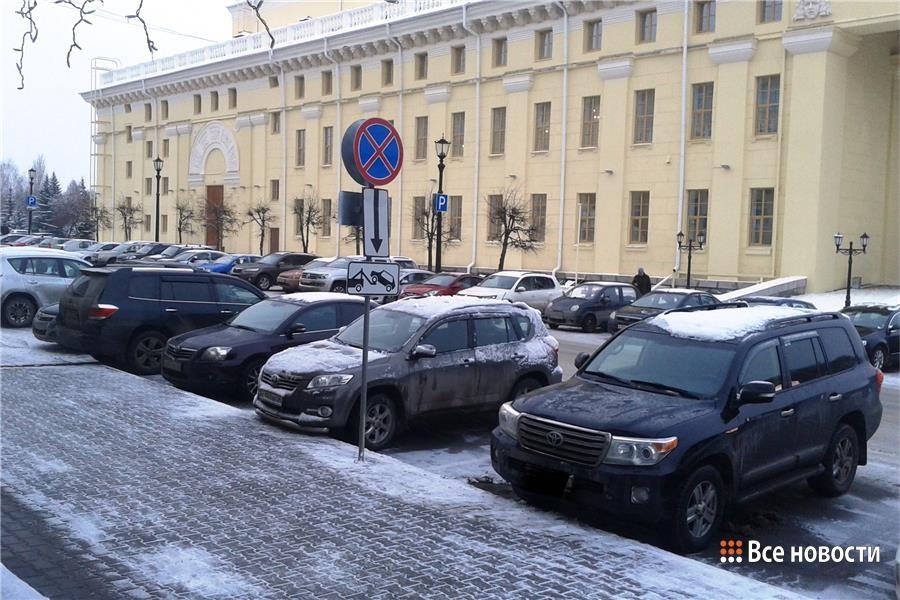 Парковкам у мэрии Нижнего Тагила