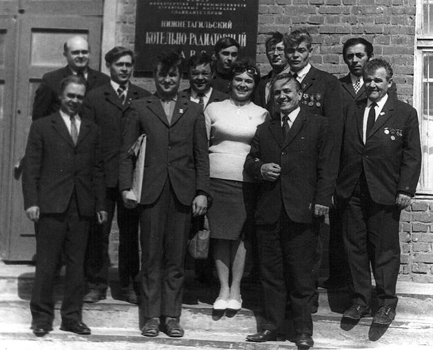 Приём иностранной делегации на КРЗ. (крайний справа в первом ряду В. С. Ярошенко)  (фото 1964 г.)