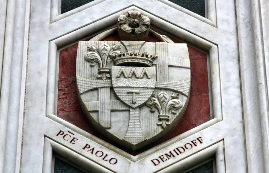 Герб Демидовых над входом в собор Санта Мария дель Фьоре