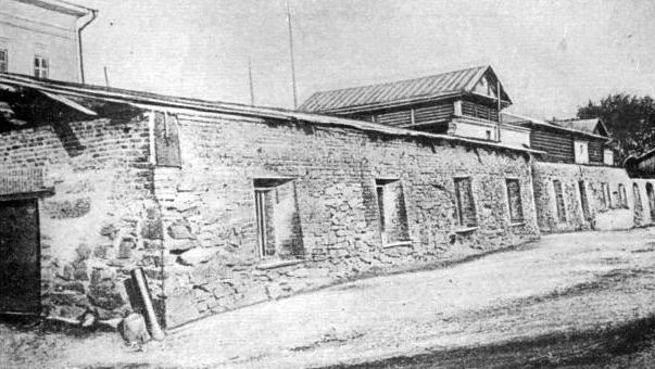 Здание заводской тюрьмы (фоторепродукция)