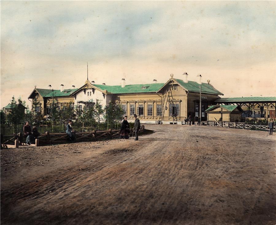 Вокзал станции Нижний Тагил, 1878 год.  Вид со стороны города