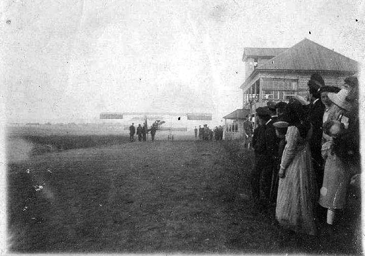 Аэроплан «Фарман» под управлением Уточкина. Н. Тагил, 14 июня 1914 г.
