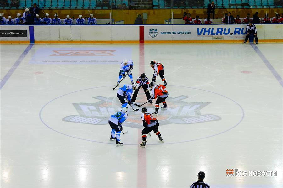 Хоккеисты Спутника