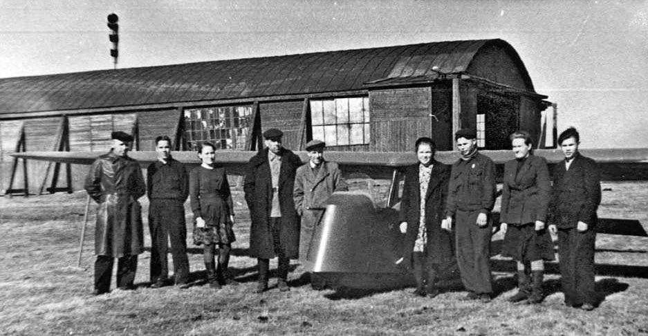 Молодые вагоностроители – члены секции планеристов