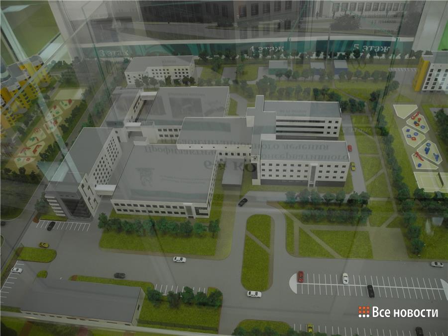 В левом нижнем углу макета - одноэтажное здание, которое можно отдать под приём детей. В верхнем левом - трёхэтажное.