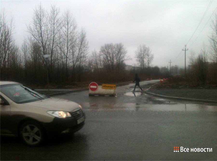 Проезд к парковке у Мегамарта перекрыт. Фото 20.04.2016