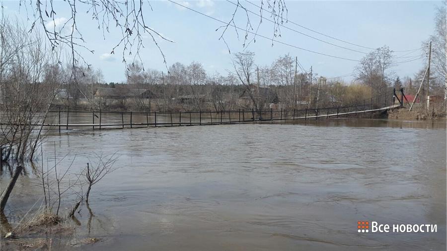 Подвесной мост на Монзино вот-вот скроется под водой