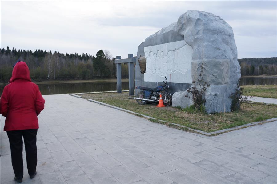 Место наезда на памятник