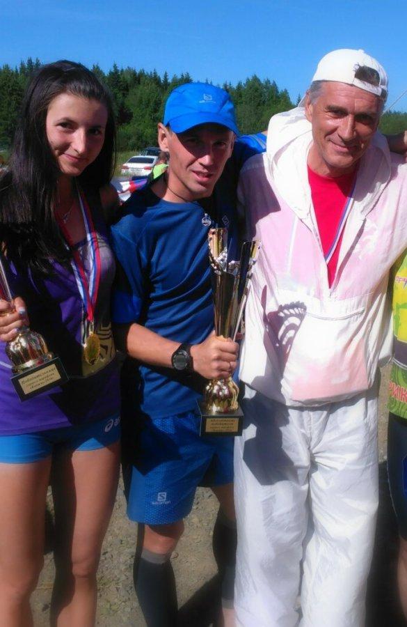 Победители марафона Антонина Огородникова, Евгений Марков и организатор марафона Александр Никишов