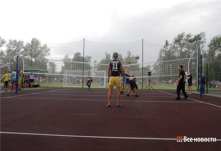 Праздничное открытие футбольного поля Олега Шатова состоялось вНижнем Тагиле