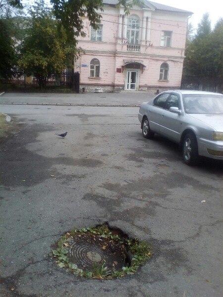 lyuk-naprotiv-administratsii-tagilstroevskogo-rayona