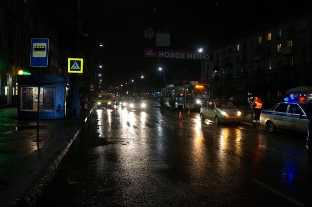 ВНижнем Тагиле невнимательный шофёр сбил женщину с сыном напешеходном переходе