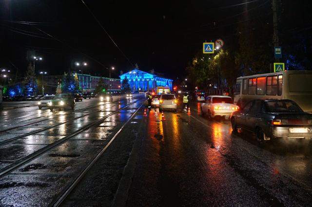mesto-naezda-po-hodu-dvizheniya-mashinyi