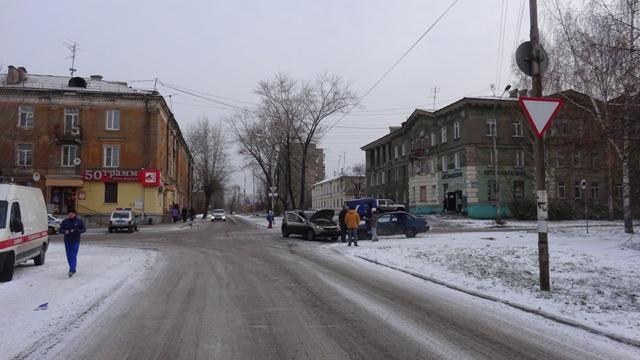 mesto-stolknoveniya-navstrechu-dvizheniyu-reno