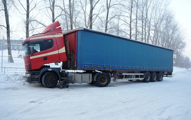 Госавтоинспекторы засутки спасли насвердловских трассах неменее 20 замерзающих водителей