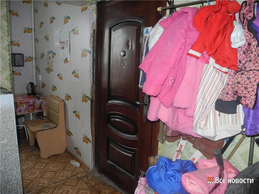 Дверь в комнату Цурканов